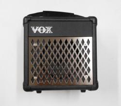 Used Vox DA5 Amp